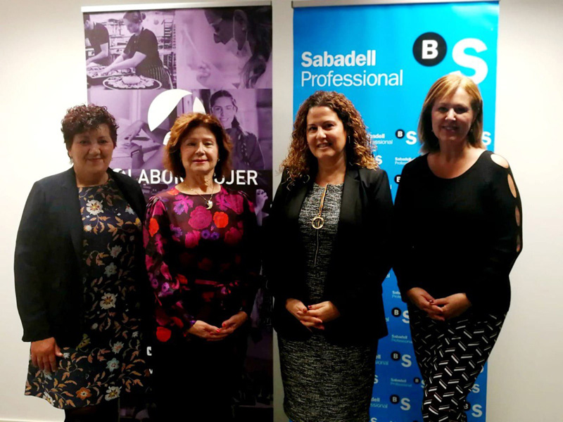 Firma del convenio de Colabora Mujer con el Banco de Sabadell